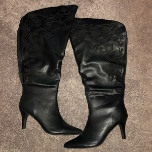 Avenue size 12w boots with heel